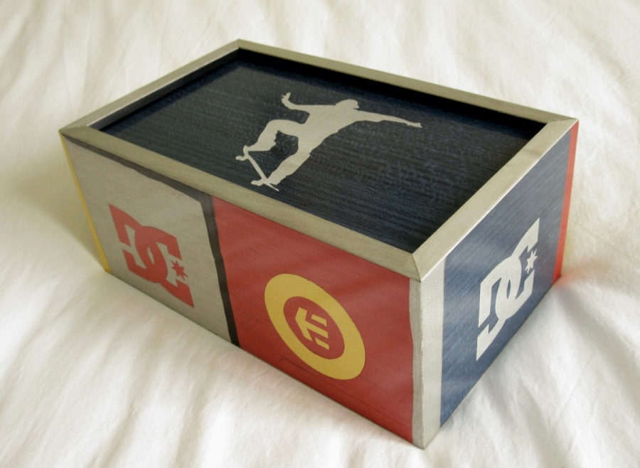 finger skate box.jpg